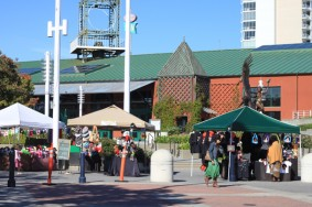 Craft stalls in downtown Oakland. Photo: Leah Marthinsen.